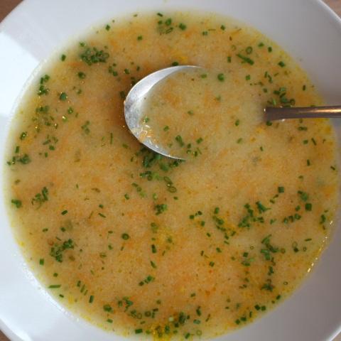 Mamina zdrobova juha s korenčkom