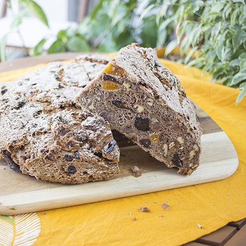 Sadni kruh z orehi